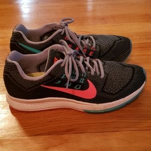Nike Zoom Structure 18 - Size 9